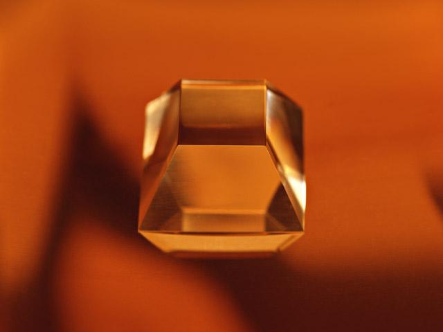 宝石系の実印素材の特長